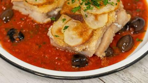 Trancetto di merluzzo in salsa mediterranea con chips di patate