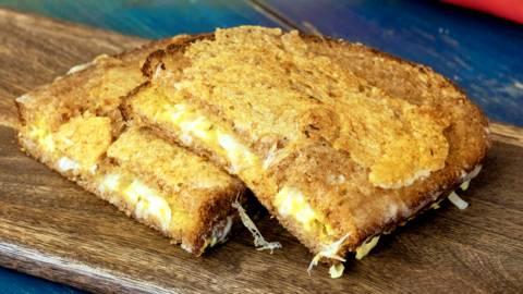 Grilled cheddar sandwich