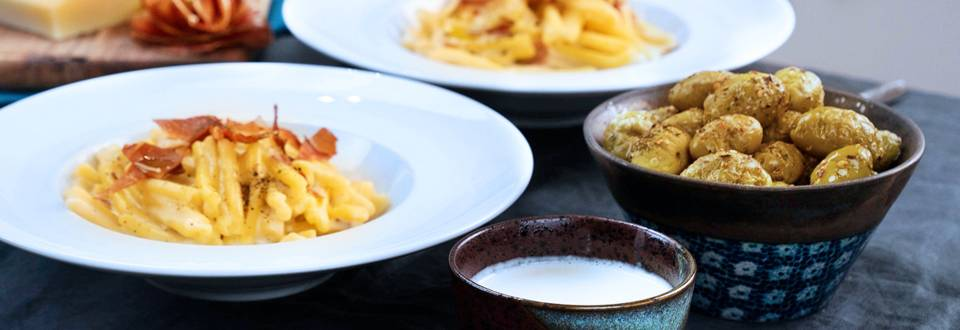 Olive Piccanti al forno e Caserecce con Fonduta di Montasio, speck ed Erba Cipollina
